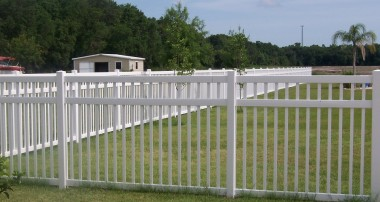 Florida Fence Outlet: services for both the residential and commercial places