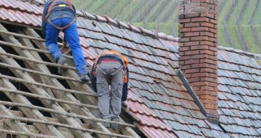 Roof restoration and maintenance: follow safety measures and controls