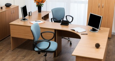 Things to be considered while choosing office furniture